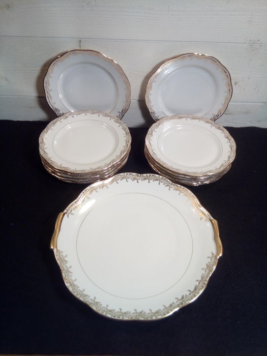 Genuine hard porcelain - S. F.P. FOËCY - Enamels from LIMOGES - Dessert service of 13 pieces - 12 people