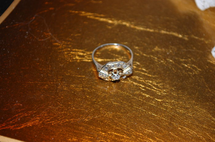 Small ring, with diamond.