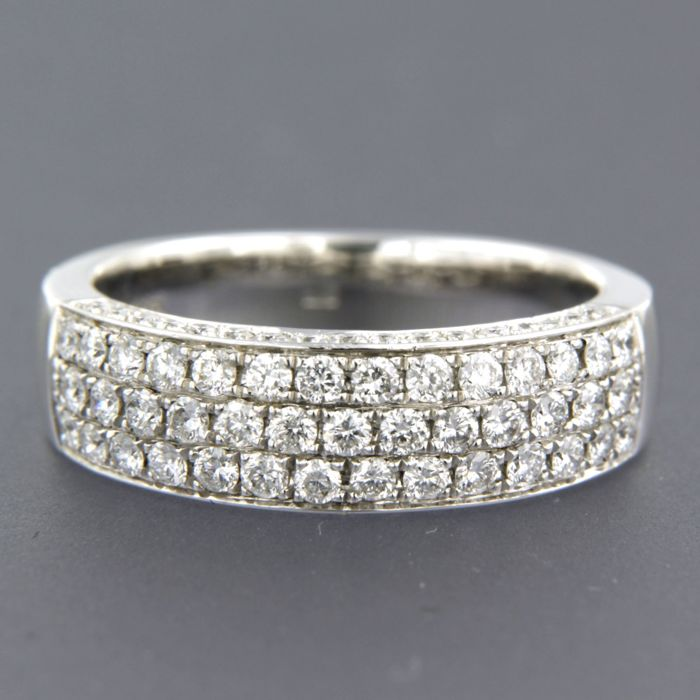 14 kt white gold ring band set with 75 brilliant cut diamonds, 1.35 ct