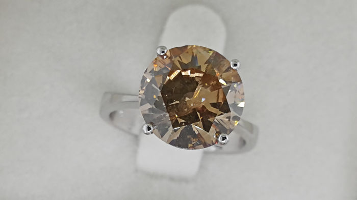 4.01  Ct  Yellow Brown round diamond ring made of 18 kt white gold - size 6