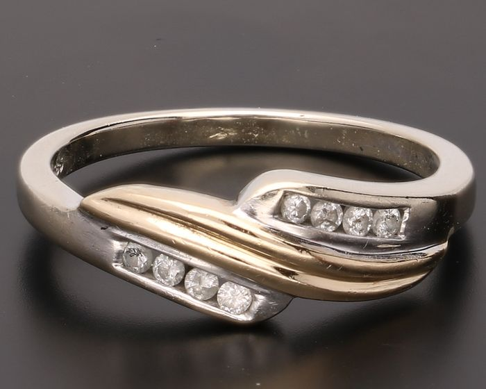 14 bi-colour gold ring set with 8 brilliant cut diamonds of in total approx. 0.08 ct - Inner size 16.50 mm