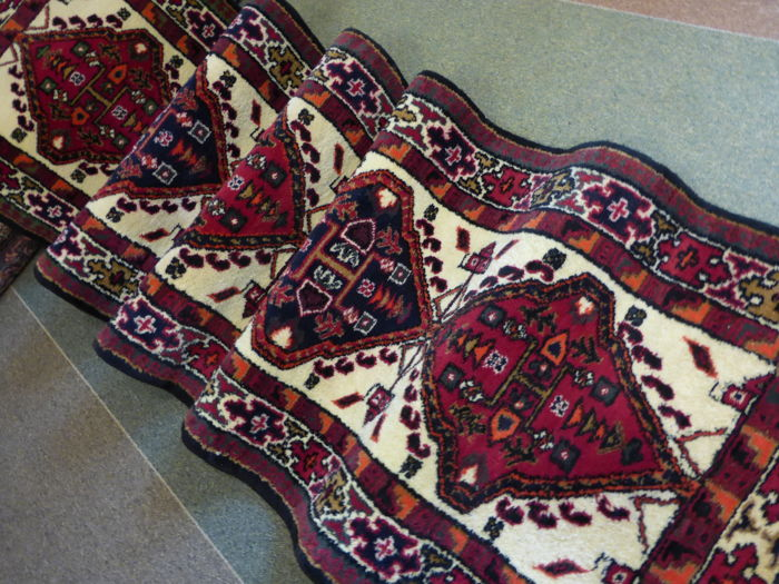 An Indian Hamadan Rug, dimensions 275x75 cm.