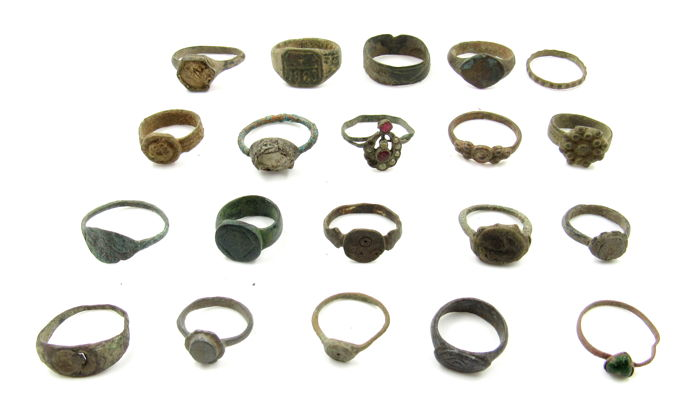 Ancient to Medieval Brons Selection of Rings - 1.2-1.9cm - (20)