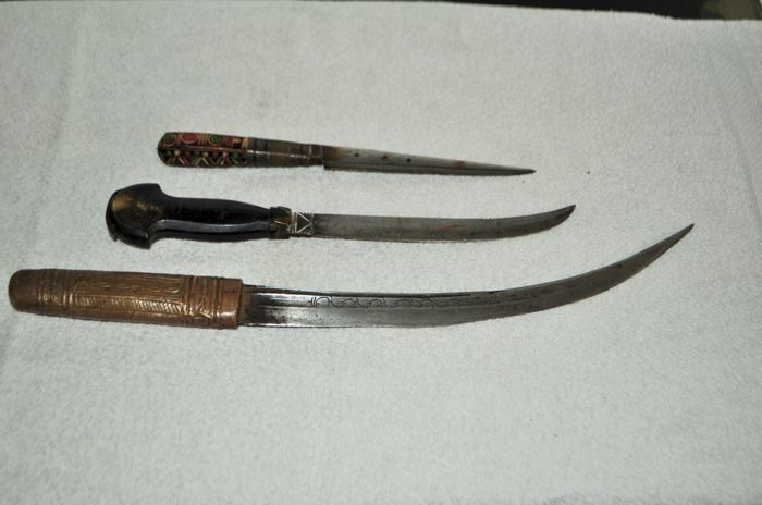 lot of 3 ethnic knives without sheath