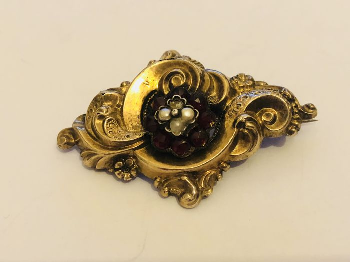Antique 18 kt gold garnet seed pearls  - brooch - pendant - Germany around 1880