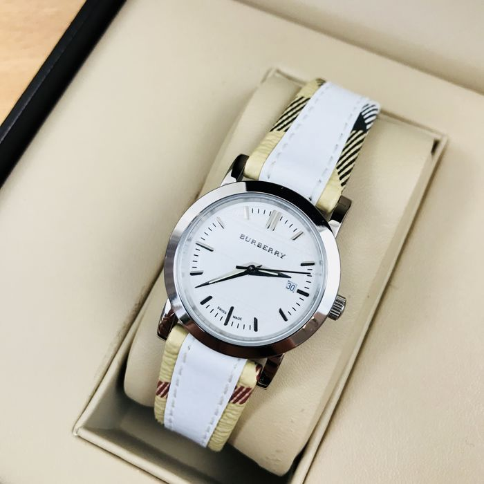 Burberry - Swiss Made Classic Watch - Women - 2011-present
