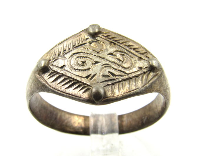 Medieval Viking Era Zilver Ring with Runic Script - 2cm