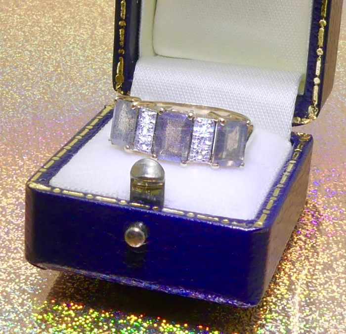 Immaculate condition ring prong set with 3ct of natural Opals & diamonds  - NO reserve