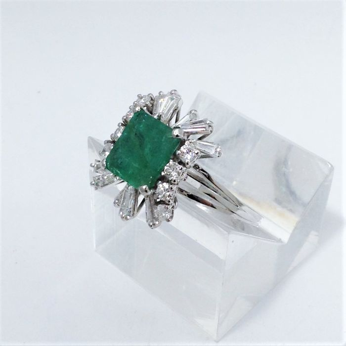 18 kt white gold ring - emerald - diamonds - new - 100% handmade in Italy