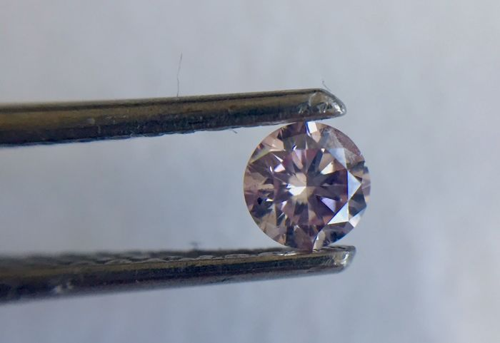 Natural fancy Rose Pink 0.15ct  Round Brilliant shape with an ARGYLE certificate #4471