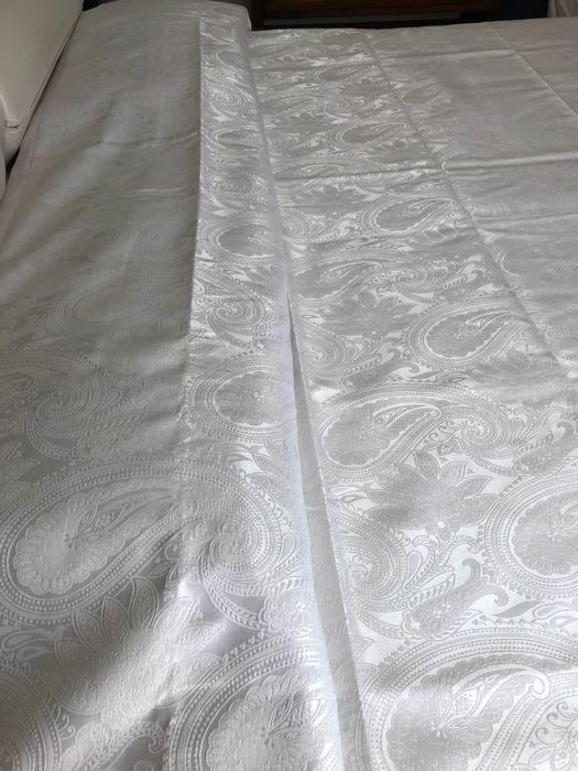 Fine double bed bedspread made of Damask fabric in 100% silk
