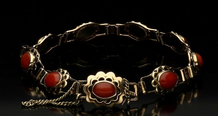 14 kt Yellow gold bracelet set with precious coral - length 18.5 cm