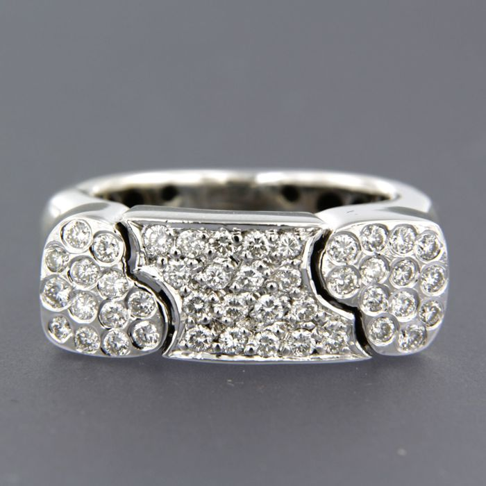 18 kt white gold ring set with 44 brilliant cut diamonds, approx. 0.75 carat in total - size 17.5