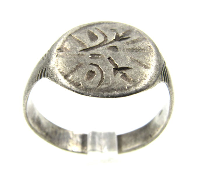 Medieval Viking Era Zilver Ring with Runic Motif - 2cm