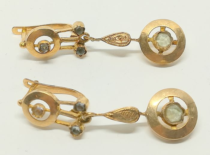 Earrings in 18 kt yellow gold with sapphires, from the 1920s - Length 3.2 cm