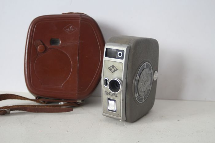 Agfa Movex 88 - vintage mechanical 8 mm film camera with case