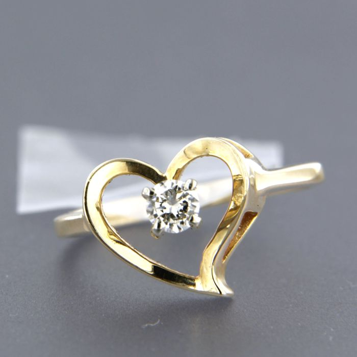 14 kt yellow gold ring set with brilliant cut diamond approx. 0.16 carat in total ring size: 16.5 (52)
