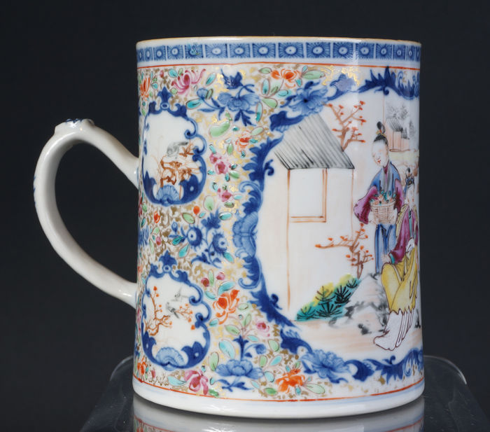 Porcelain Famille Rose mug with characters - China - 18th century
