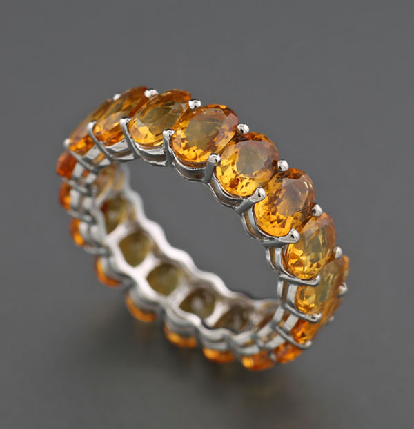 Memory ring richly set with 18 bright orange/brown citrines totalling approx. 6.40 ct, 750 white gold - No reserve price -