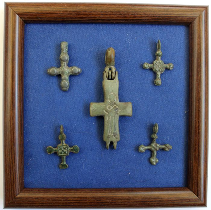 5 Early Medieval bronze crosses (1 with a picture of the Orante) - 26 - 57  mm.