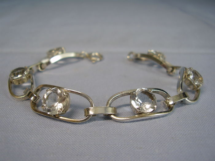Designer bracelet with 6 round faceted, natural rock crystals of 12 ct in total in Scandinavian style