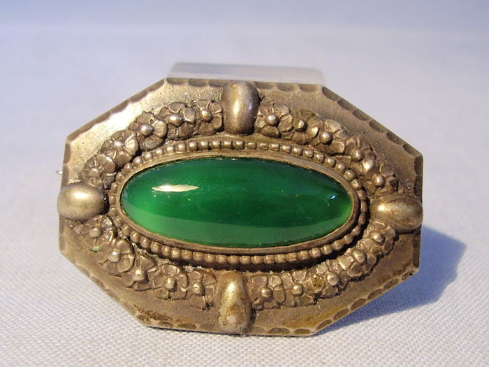 Antique Jugendstil brooch with green agate cabochon
