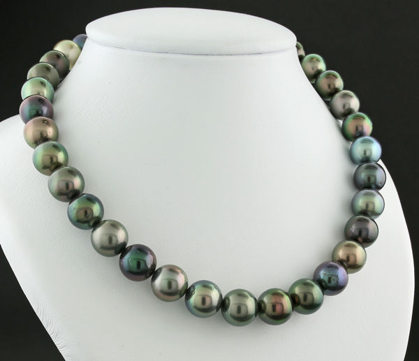Harmonious multicoloured Tahitian pearl necklace (strand) from 11.0 to 12.0 mm with a fine lively lustre --- No reserve price ---