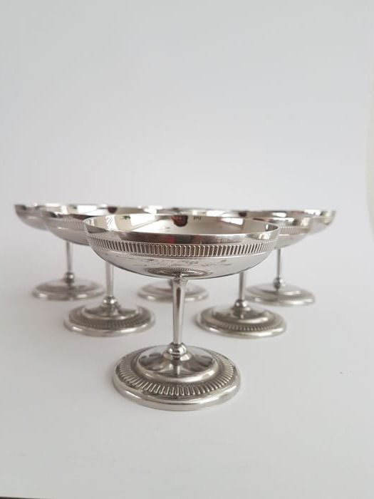 6 Silver plated ice cream / champagne / liqueur coupes with ribbed edge
