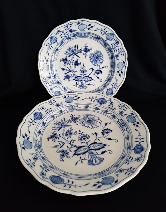 Meissen Porcelain Blue Onion Pattern Plates 2 x - 18 cm and 22 cm