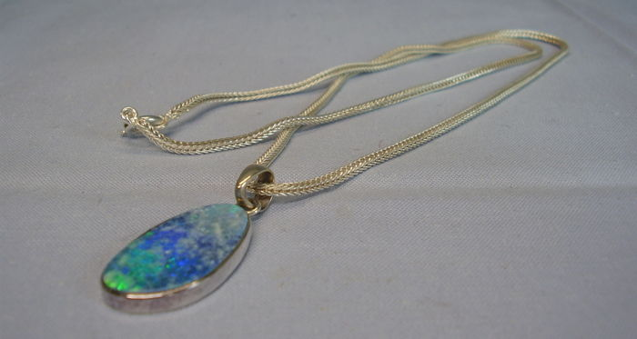925 silver necklace (56 cm) and pendant with large Australian opal of 11.5 ct