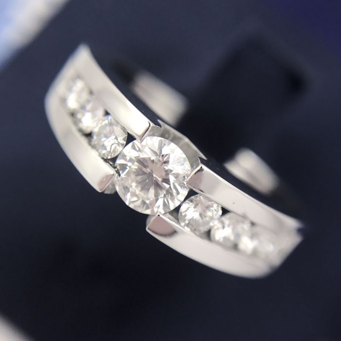 Ring gold 18 kt (750/1000) and central brilliant cut diamonds 0.44 ct and 8 diamonds of 0.07 ct each   1.06 ct Total weight Free size adjustment