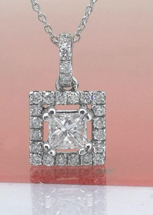 Necklace in white gold set with princess cut diamonds of 0.25 ct & 25 brilliants *No reserve price*