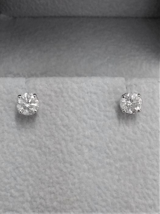 1.06 ct E / SI1  Round Diamond Stud Earrings 14 kt White Gold