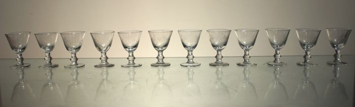 12 goblets in carved crystal in Louis XVI style