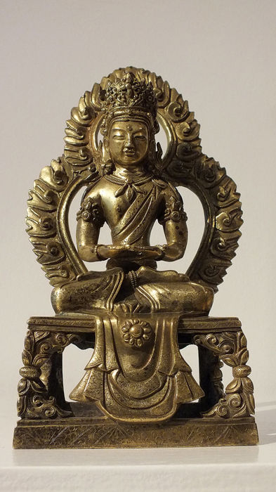 Ancient Chinese Gilt-Bronze- A Gilt-Bronze Figure of Amitayus - High 20 cm. - (2)