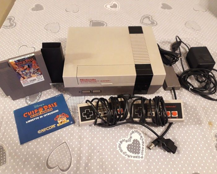 Nintendo Nes including 2 controller + game Chip'n dale rescue rangers Cip & Ciop