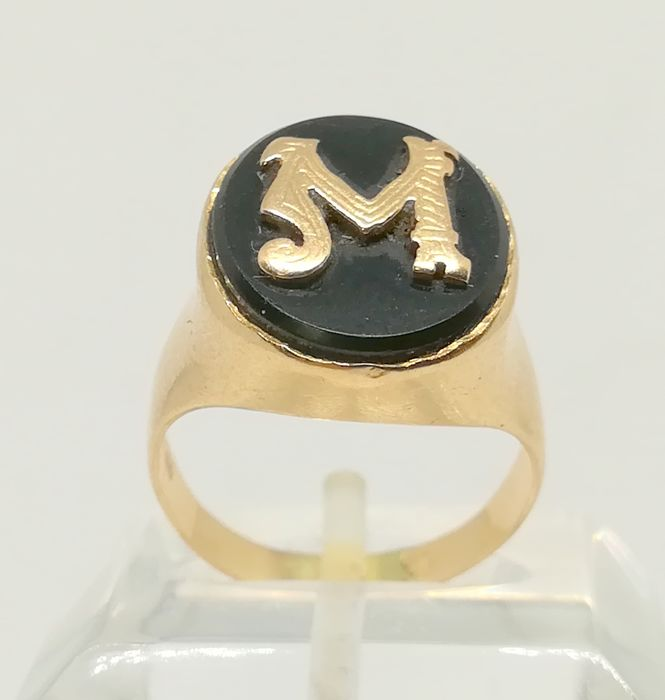 18 kt yellow gold cocktail ring - Letter 'M' - Tatum 11