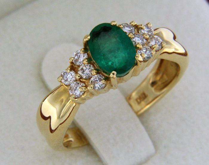 18 kt gold ring - 1.20 ct emerald and diamonds - size: 55