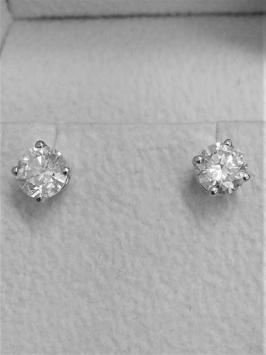 1.01 ct D / VS2  Round Diamond Stud Earrings 14 kt White Gold