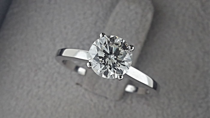 IGL 1.30 carat VS2   Round Diamond Solitaire Engagement Ring in Solid White Gold 14K