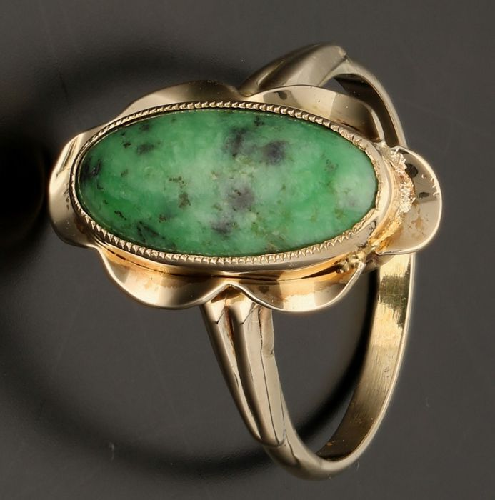 14 kt - Yellow gold ring set with a cabochon cut green turquoise - Ring size: 16.75 mm