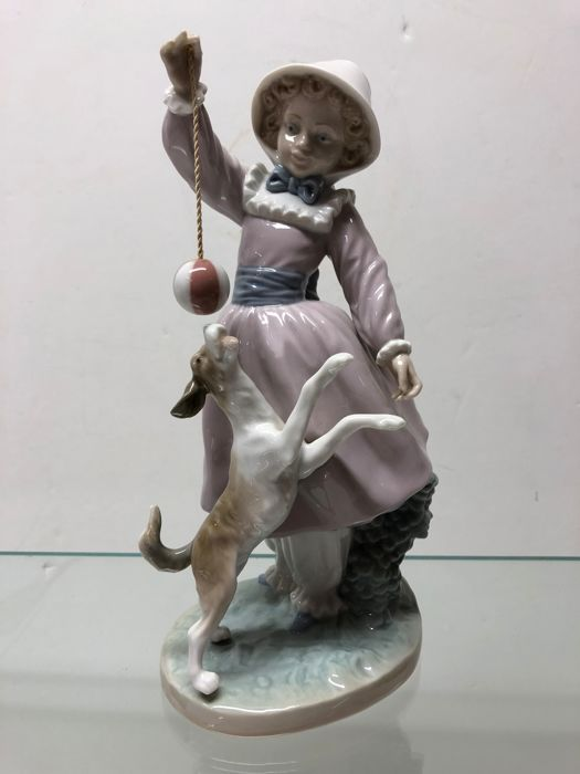 Lladró figurine - Girl with dog and ball