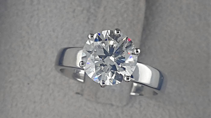 IGL 2.28 carat E/VVS2 Round Diamond Solitaire Engagement Ring in Solid White Gold 18K