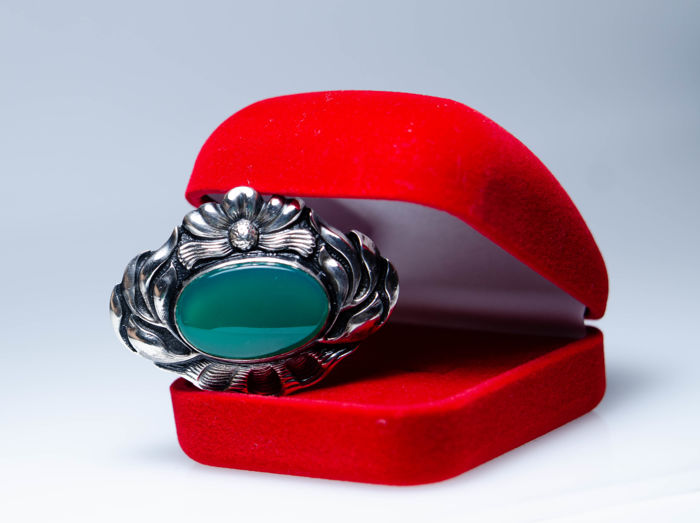 Art Nouveau silver brooch with large chrysoprase