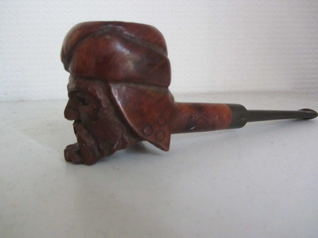 Everest- antique pipe - arab figure