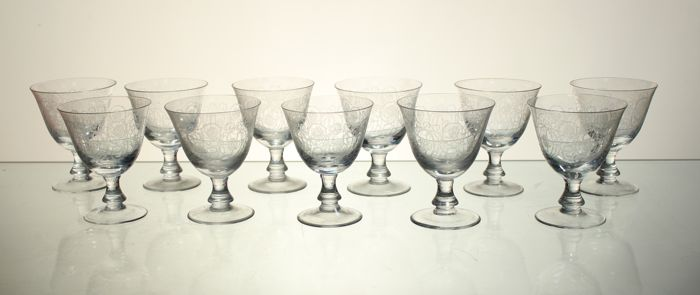 11 goblets in crystal, engraved in Louis XVI style