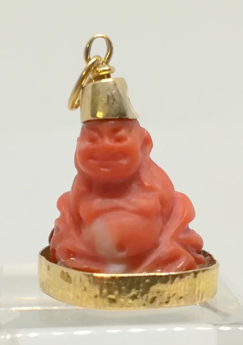 Coral pendant - Buddha - in yellow gold of 18 kt - Length 3 cm