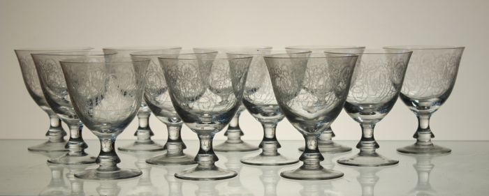 12 goblets in crystal, engraved in Louis XVI style