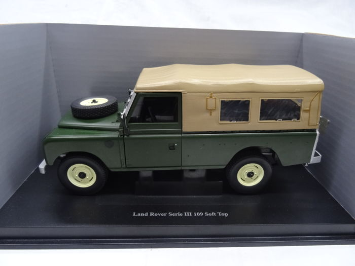Eagle - 1:18 - Land Rover Serie III 109 Soft top - Color Green / Brown