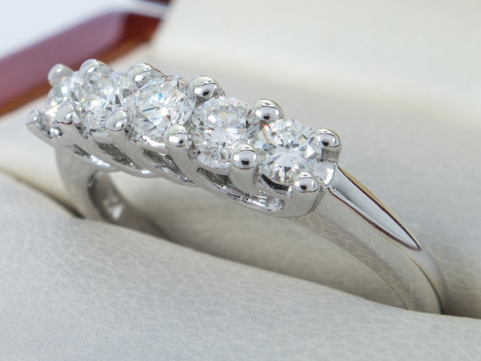 0.65 Ct. - Fine large diamond / brilliant row ring -  **No Reserve price**